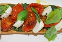 Bruschetta de tomate, mozzarella et olives - 20 pcs