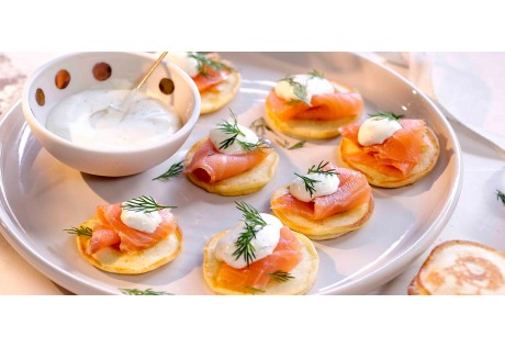 Blinis de saumon aux baies et aneth - 24 pcs