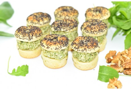 Little bagels pavot, poulet au pesto - 24 pcs