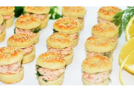 Little bagels sésame au deux saumon , à l'aneth et citron - 24 pcs